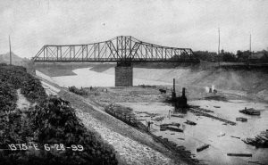 Chicago Sanitary and Ship Canal (at the time named the Chicago Drainage Canal) being built. This image has been extracted, rotated, retouched and resaved from The New Student's Reference Work. CC-BY-SA-3.0-MIGRATED.